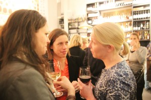 Powertjejer i kubik: Louise Lundborg Hedberg, Sophie Belfrage Becker och Sara Laurell